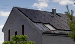 juodi-moduliai-saules-elektrine